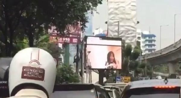 chieu-nham-phim-sex-tren-man-hinh-cong-cong