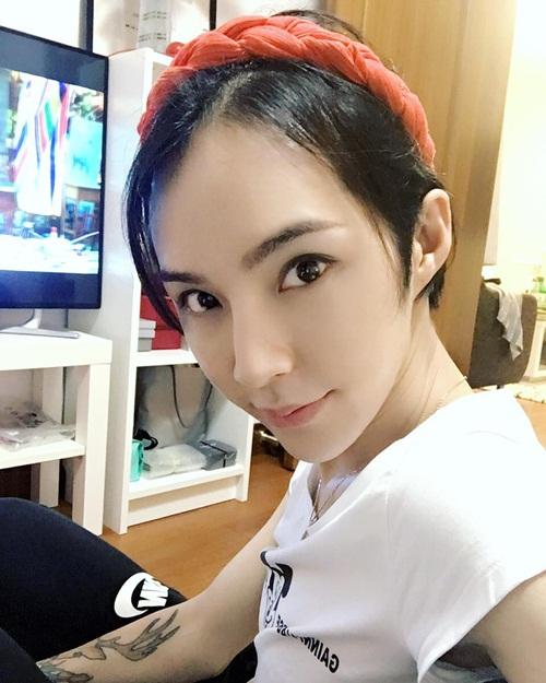 Chàng trai tên Yan You ở Thượng Hải (Trung Quốc), được biết đến với nickname   Echovi trên Instagram, từng gây sốt bởi diện mạo xinh hơn con gái.