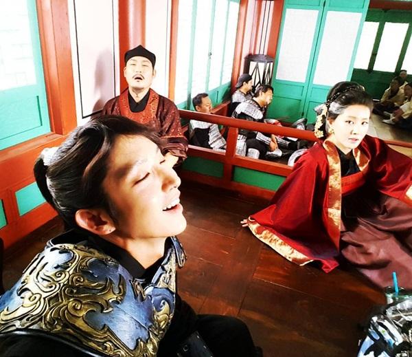 sao-han-4-10-bo-gum-pha-dam-yoo-jung-lee-jun-ki-ha-hoc-gia-vo-ngu-5