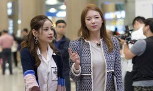Chi Pu đẹp nổi bật bên Á hậu Hàn Quốc
