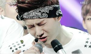 Những khoảnh khắc 'giật cúp' đầy nước mắt của sao Kpop