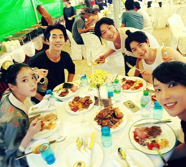 sao-han-7-10-choa-cat-mai-nham-nho-joy-chia-tay-toc-vang-hoe-5