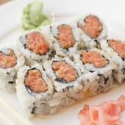 doan-tuoi-tam-hon-ban-qua-mon-sushi-ua-thich