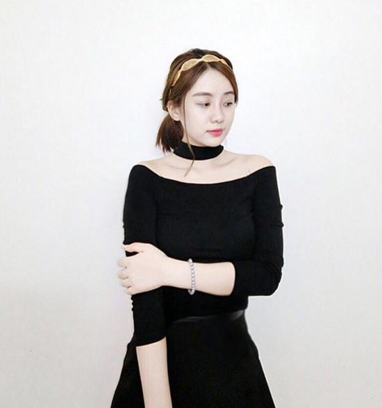 chiec-ao-hot-nhat-thu-2016-duoc-hang-loat-hot-girl-cung-lang-xe-5