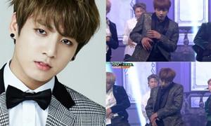 Mặc tay chảy máu, Jung Kook BTS vẫn biểu diễn cực sung