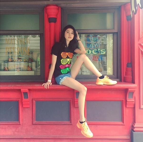 hot-girl-singapore-sinh-nam-1999-co-ve-dep-tu-nhien-nhu-nu-than-9