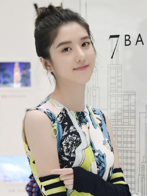 hot-girl-singapore-sinh-nam-1999-co-ve-dep-tu-nhien-nhu-nu-than-2