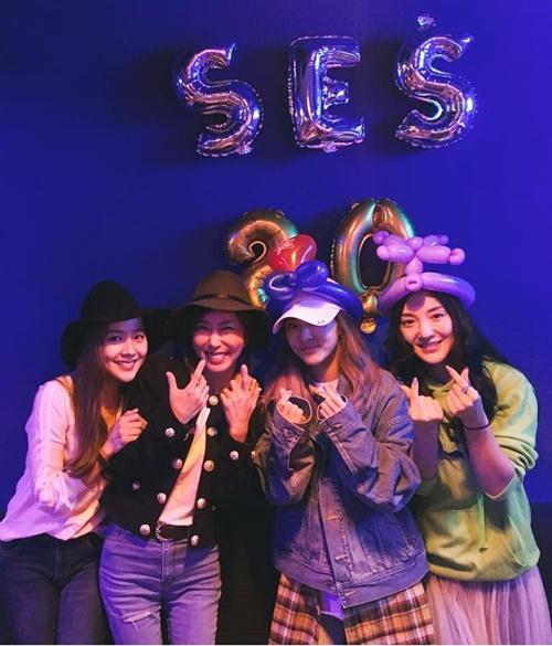 sao-han-16-10-kim-so-hyun-doi-vong-hoa-xinh-yeu-aoa-khoe-chan-thon-1