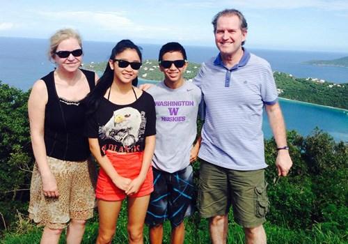 Người em trai tên Khánh Hòa cùng sống với Đông Lan tại Mỹ