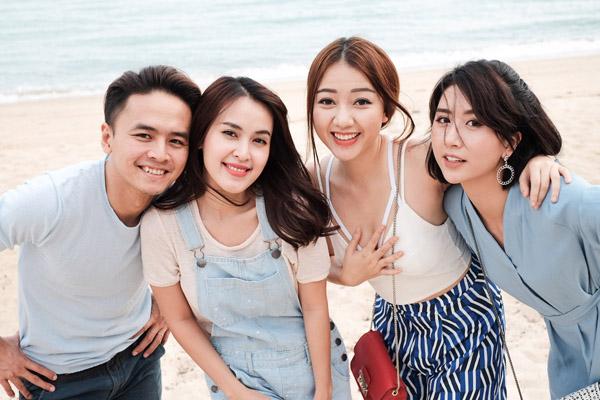 doan-phim-doi-cho-ta-bao-lan-doi-muoi-di-du-lich-nhu-dien-thoi-trang-1