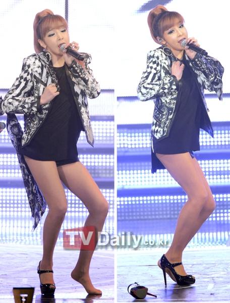 idol-kpop-tuot-giay-vi-dien-qua-sung-2