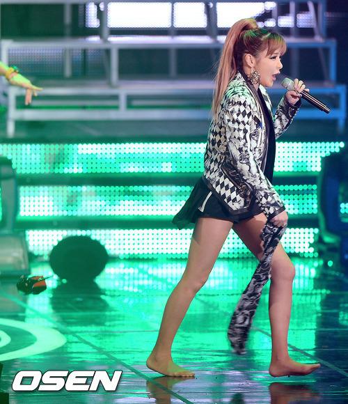 idol-kpop-tuot-giay-vi-dien-qua-sung-4