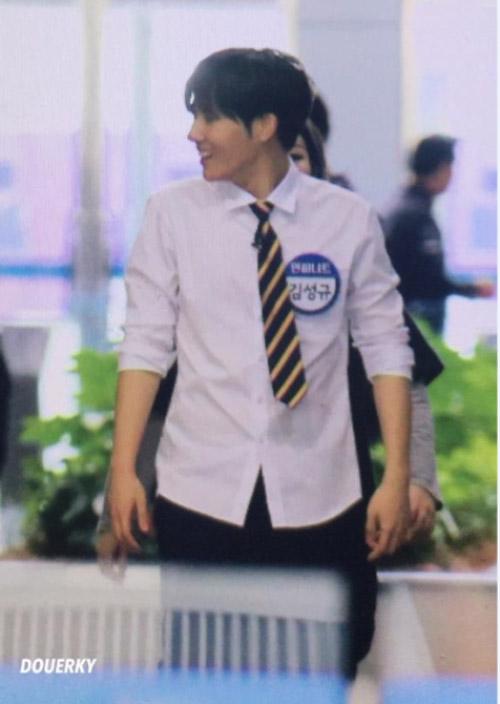 idol-nam-kpop-hot-nho-anh-fan-chup-bang-dien-thoai-4