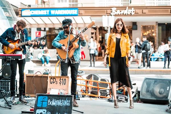 diem-my-9x-khoe-street-style-sang-chanh-o-australia-7