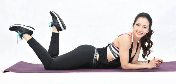 hot-girl-phong-gym-di-tap-lai-3-ngay-sau-sinh-em-be
