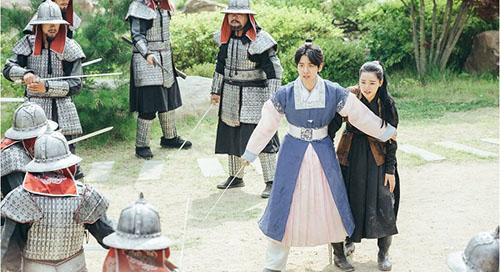 moon-lovers-vo-chong-baek-hyun-chet-tham-anh-tu-tu-bo-hae-soo