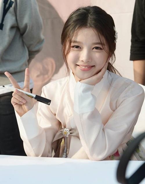 dan-sao-may-hoa-anh-trang-hop-fan-tai-cung-dien-8