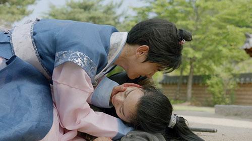 moon-lovers-vo-chong-baek-hyun-chet-tham-anh-tu-tu-bo-hae-soo-1