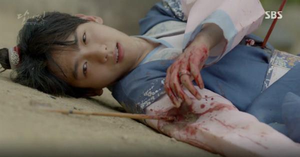 moon-lovers-vo-chong-baek-hyun-chet-tham-anh-tu-tu-bo-hae-soo-3