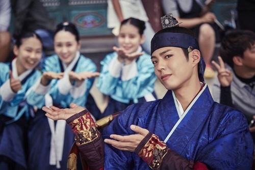 Thành công của Mây họa ánh trắng giúp Park Bo Gum trở thành ngôi sao nổi tiếng nhất hiện tại.