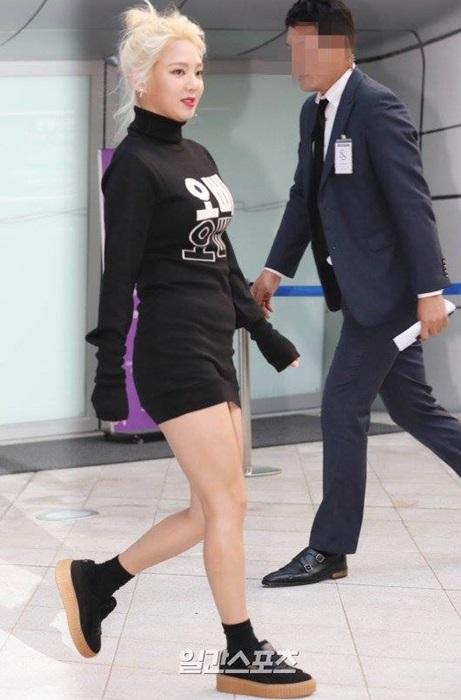 hyo-yeon-lo-chan-ngan-bung-mo-tai-seoul-fashion-week