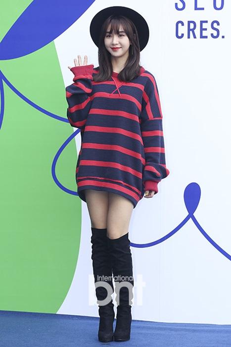 hyo-yeon-lo-chan-ngan-bung-mo-tai-seoul-fashion-week-8