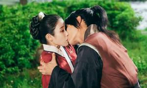 Những nụ hôn ngọt ngào của IU và các hoàng tử 'Moon Lovers'