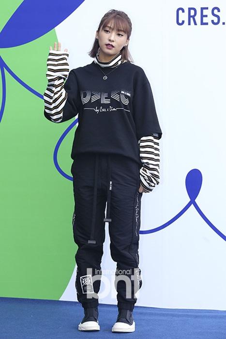 hyo-yeon-lo-chan-ngan-bung-mo-tai-seoul-fashion-week-5