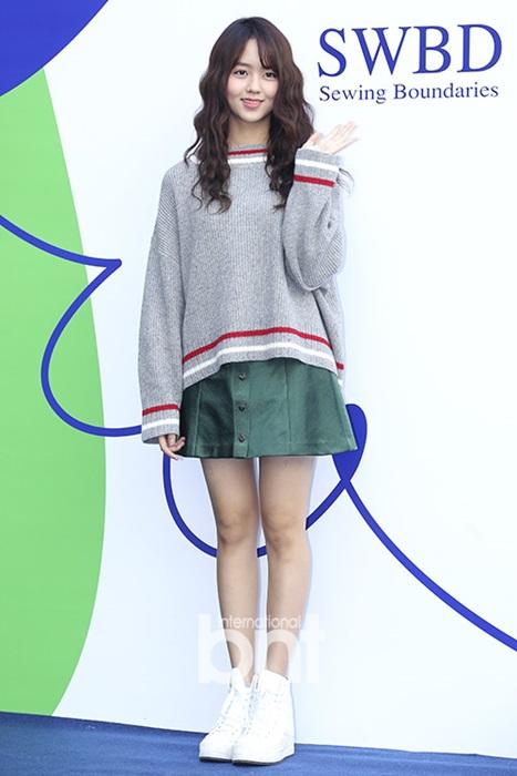 hyo-yeon-lo-chan-ngan-bung-mo-tai-seoul-fashion-week-2