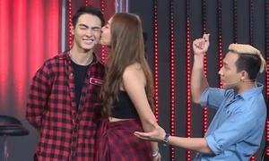 Chúng Huyền Thanh công khai hôn bạn trai trên sóng truyền hình