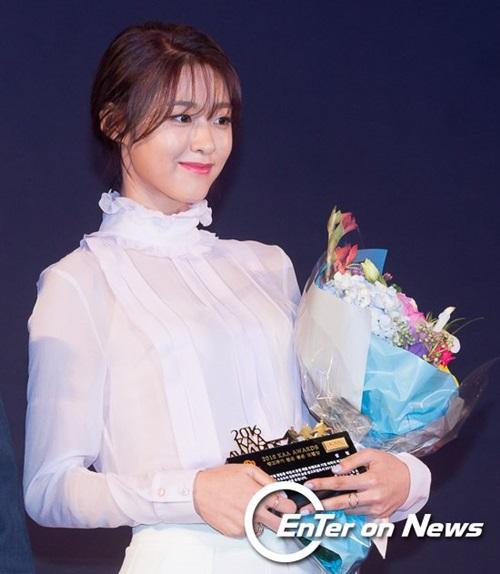 kim-yoo-jung-seol-hyun-khac-la-voi-toc-mai-thua-moi-3