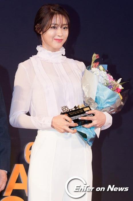 kim-yoo-jung-seol-hyun-khac-la-voi-toc-mai-thua-moi