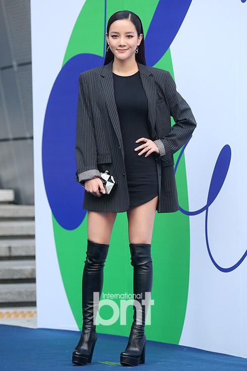 12-bo-canh-dep-nhat-cua-my-nhan-han-o-seoul-fashion-week-1