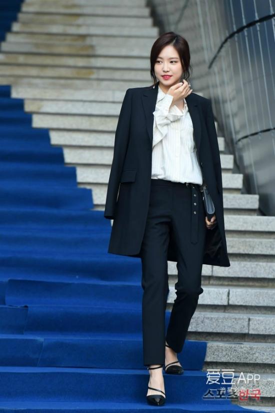 12-bo-canh-dep-nhat-cua-my-nhan-han-o-seoul-fashion-week-9