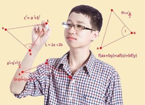 Phan Đăng Nhật Minh được ca ngợi là thần đồng khi 18 tháng tuổi biết đọc và biết tính toán.