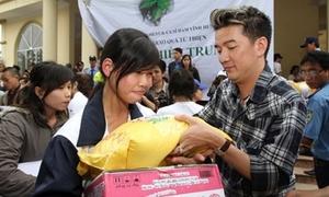 Nghi Đàm Vĩnh Hưng ăn chặn tiền từ thiện, đàn chị nhắn tin gây sốc