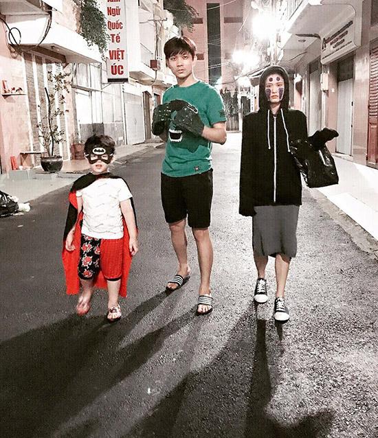 sao-viet-1-11-truong-quynh-anh-cosplay-co-be-vo-dien-hong-que-diu-dang-ben-con