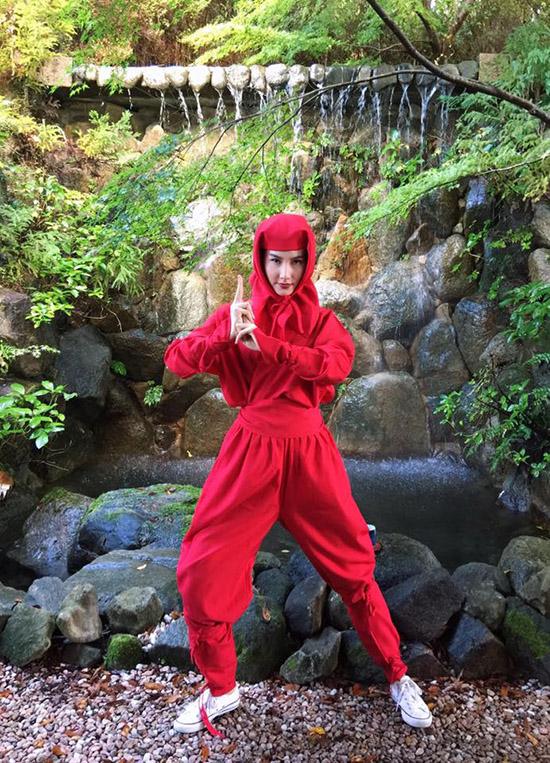 sao-viet-1-11-truong-quynh-anh-cosplay-co-be-vo-dien-hong-que-diu-dang-ben-con-7
