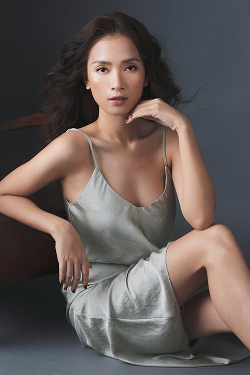 ai-phuong-cuon-hut-khi-theo-mot-make-up-mat-tan-nhang-6