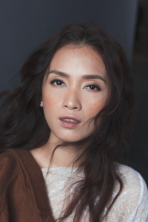 ai-phuong-cuon-hut-khi-theo-mot-make-up-mat-tan-nhang-8