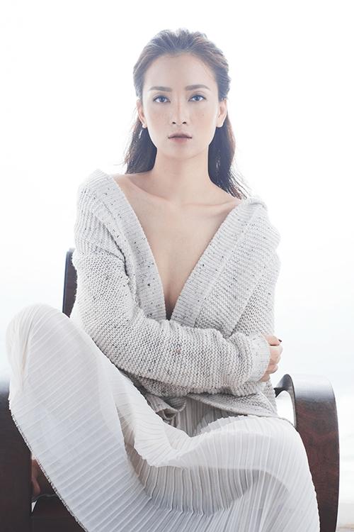ai-phuong-cuon-hut-khi-theo-mot-make-up-mat-tan-nhang-1