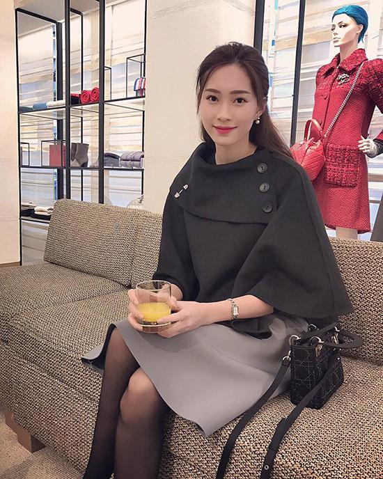 sao-viet-4-11-ngo-thanh-van-khoe-dang-tuoi-tre-phuong-trinh-an-bun-via-he-3