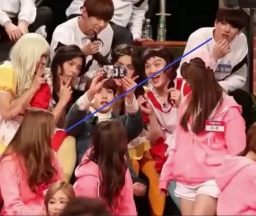 netizen-tung-bang-chung-jung-kook-bts-hen-ho-idol-dep-la-kpop-7