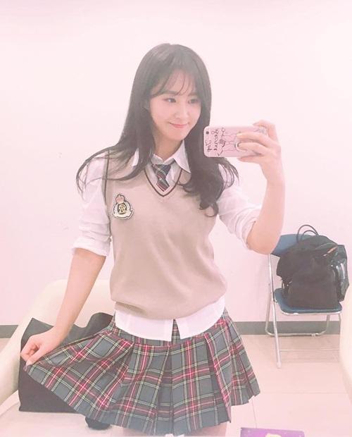 sao-han-4-11-krystal-dien-sau-mat-meo-xech-kim-yoo-jung-khoe-ve-nu-tinh-2