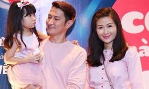 Huy Khánh bỏ show, lần đầu mang vợ con lên sóng truyền hình