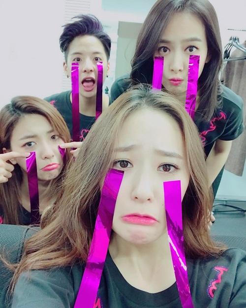 sao-han-4-11-krystal-dien-sau-mat-meo-xech-kim-yoo-jung-khoe-ve-nu-tinh-3
