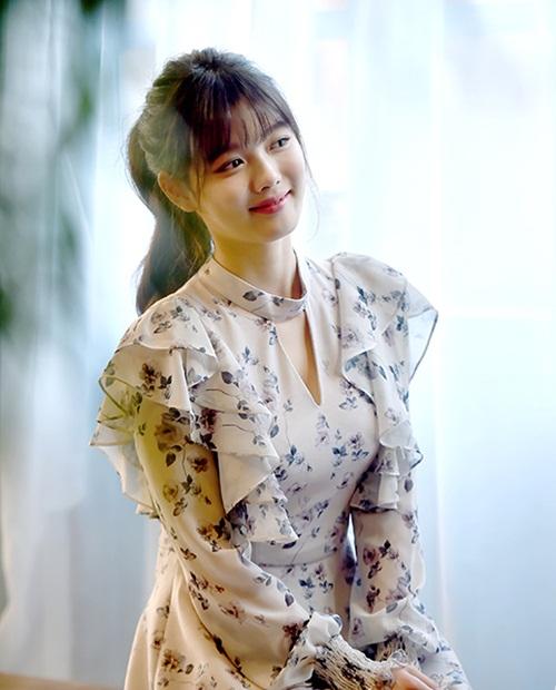 sao-han-4-11-krystal-dien-sau-mat-meo-xech-kim-yoo-jung-khoe-ve-nu-tinh-4