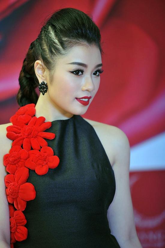 hot-girl-sao-mai-tung-mv-dam-chat-than-thoai-ky-xao-nhu-phim
