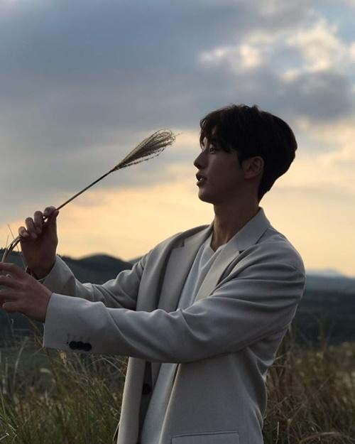 sao-han-6-11-yoon-ah-da-trang-bech-soo-young-sanh-dieu-khoe-chan-thon-8
