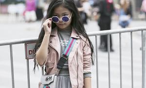Hot girl nhí số 1 Hà thành khoe street style chất lừ